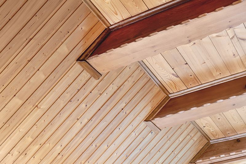 Strop drewniany z belek stropowych - cena, rodzaje, zalety i wady 2