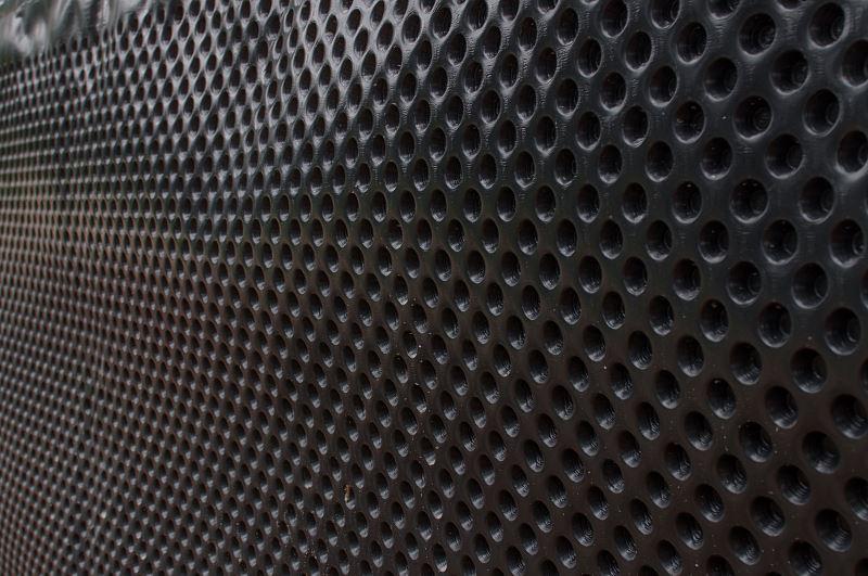 Folia kubełkowa - cena, zastosowanie i montaż izolacji fundamentów 2