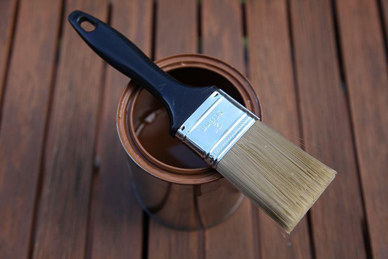 Malowanie drewna krok po kroku - wybór farby do drewna, nakładanie farby, porady 3