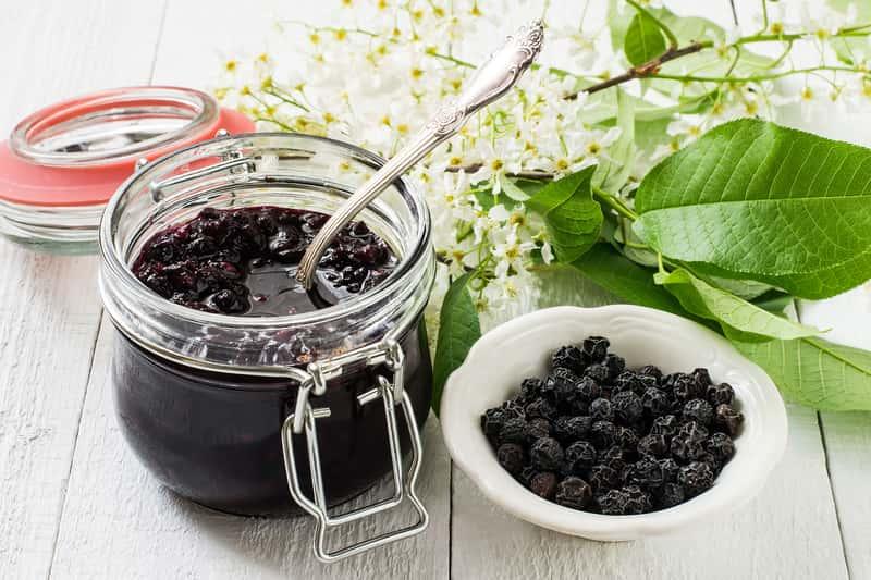 Przetwory z czeremchy - najlepsze przepisy na dżemy, soki i konfitury