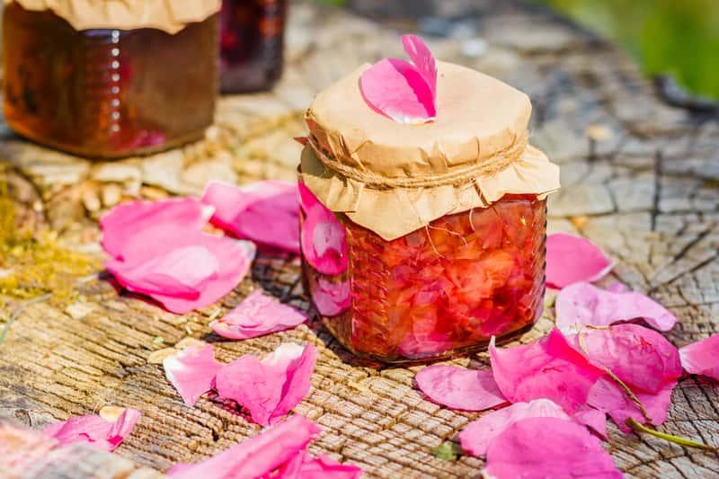 Konfitura z dzikiej róży - przepisy na przetwory z owoców dzikiej róży krok po kroku
