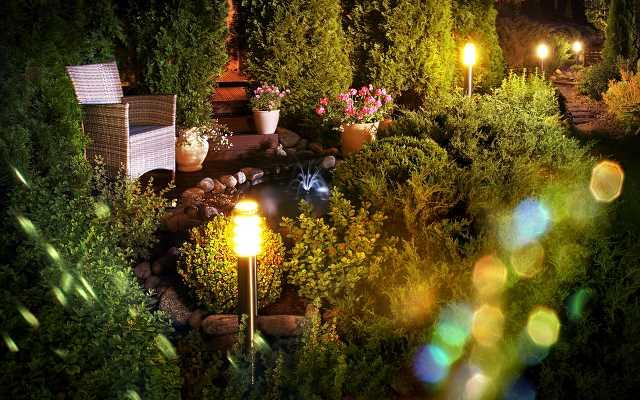 Projektujemy oświetlenie ogrodowe. Na jakie aspekty powinniśmy zwrócić uwagę?