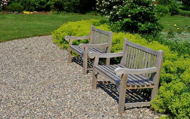 Jakie meble do ogrodu? Postaw na odporność