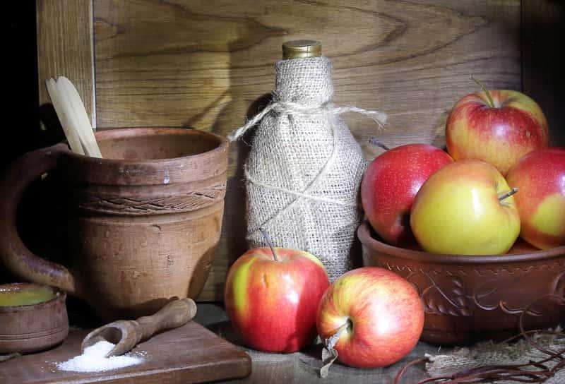 Nalewka z jabłek podczas leżakowania