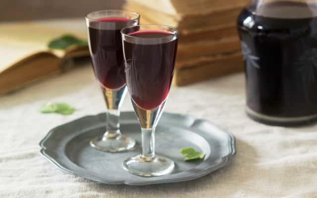 Nalewka z jagód – najlepsze przepisy na nalewkę jagodową ze spirytusem