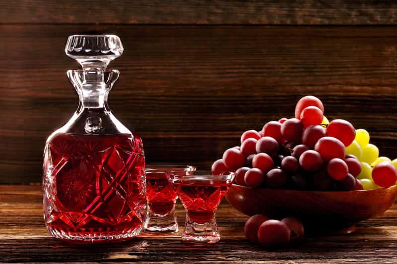 Nalewka z winogron w karafce