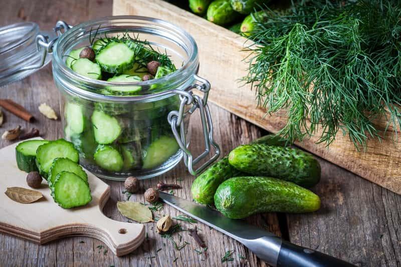 Ogórki z kurkumą - sprawdzone przepisy na przygotowanie ogórków konserwowych z kurkumą na zimę