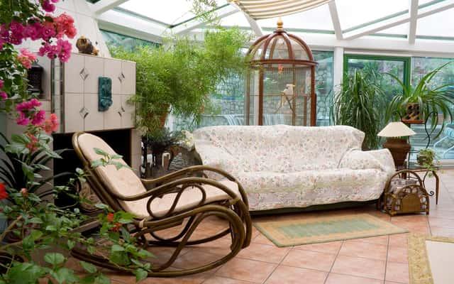 Wybieramy pokrowce na meble ogrodowe, tarasowe i balkonowe
