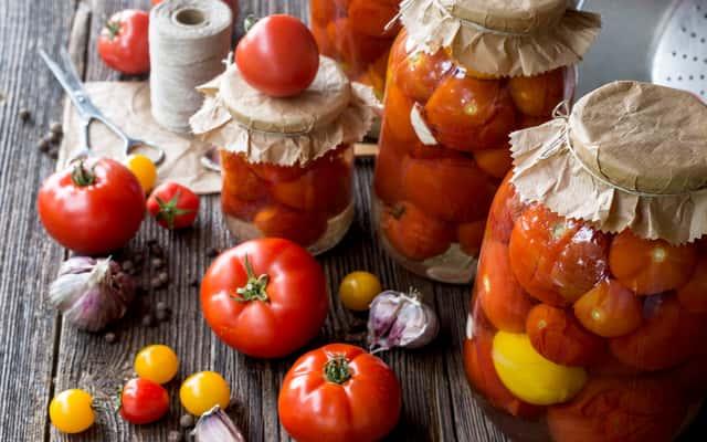 Jak przygotować pomidory na zimę? Oto 5 prostych i smacznych przepisów