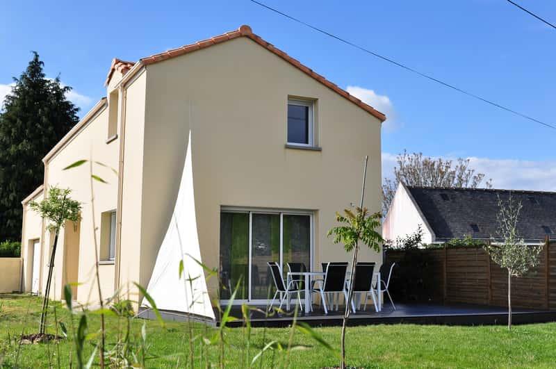 Żagiel przeciwsłoneczny do ogrodu, na balkon i taras - rodzaje, ceny, opinie