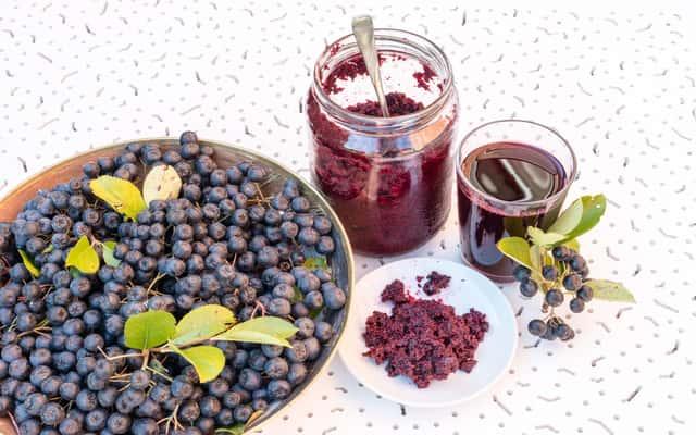 Przetwory z aronii - dżem, konfitura, sok i inne – przepisy i pomysły