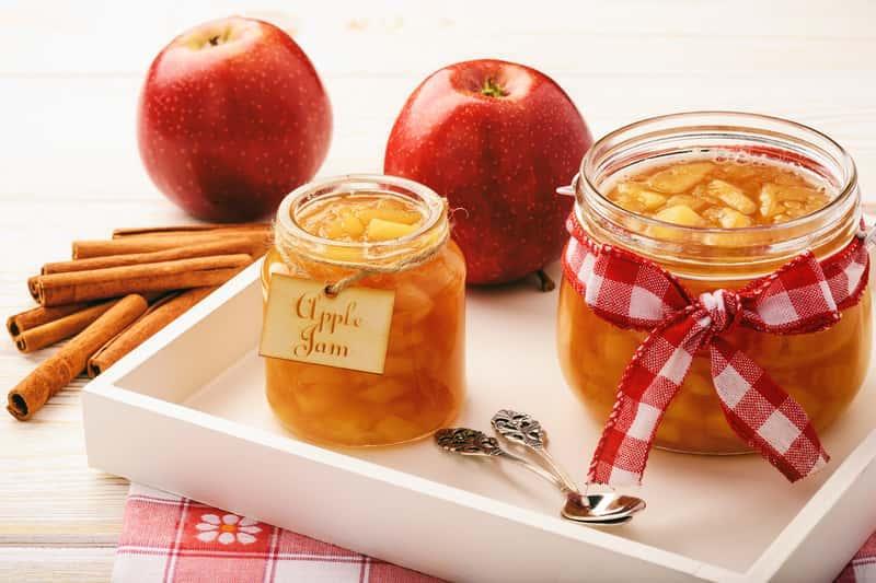 Przetwory z jabłek w słoikach