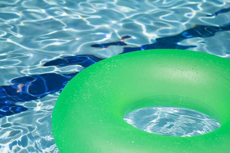 baseny ogrodowe ochładzają i relaksują użytkowników w upalne dni