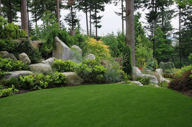 Projekty ogrodów ze skalniakami prezentują się często imponująco