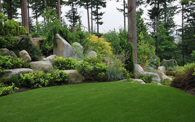 Skalniaki ogrodowe - projekty i inspiracje