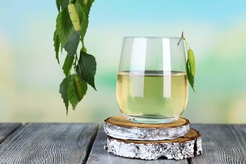 Sok z brzozy w szklance