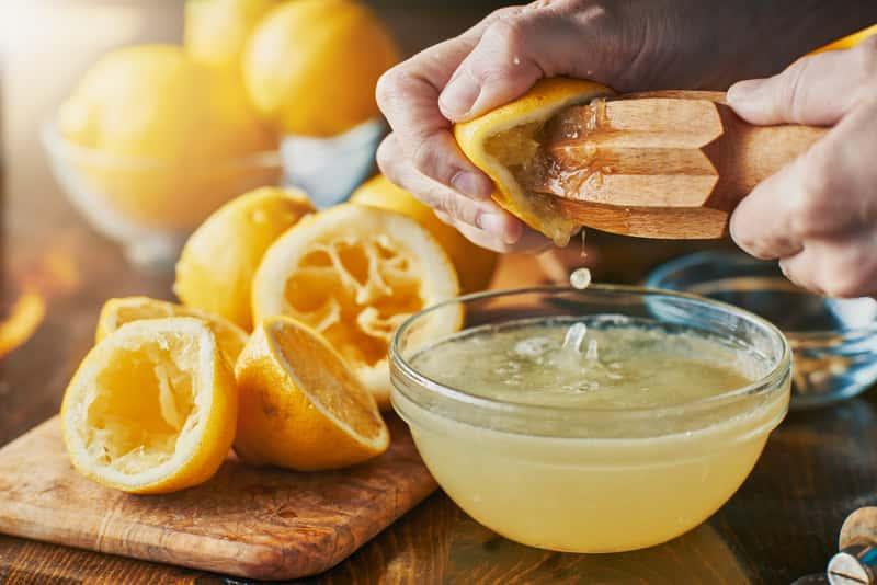 Sok z cytryny - właściwości oczyszczające, działanie, porady