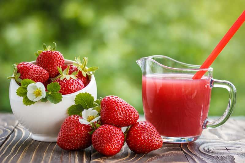 Sok z truskawek - najlepszy przepis jak zrobić sok truskawkowy