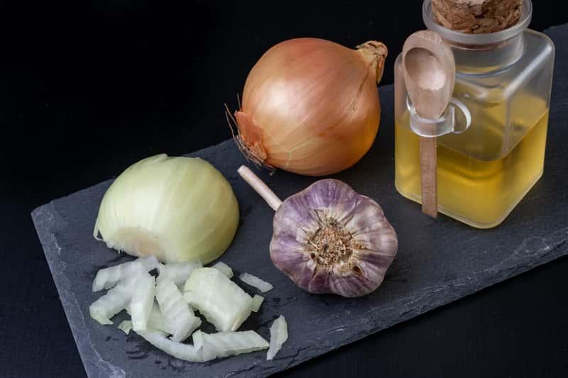 Syrop z cebuli i czosnku - sprawdzony przepis krok po kroku - sprawdź!