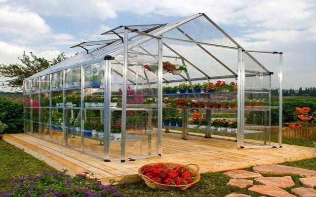Jak dobrać szklarnię do ogrodu?