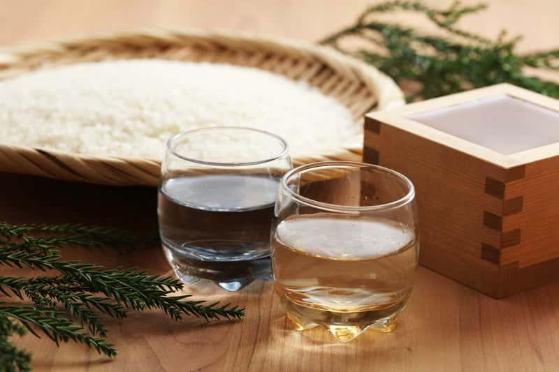 Wino ryżowe w kieliszkach