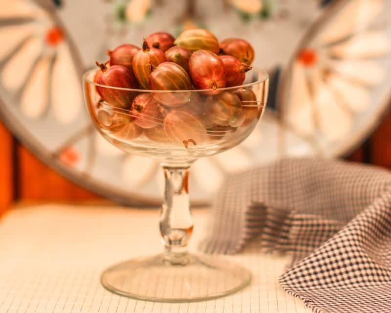 Wino z agrestu – sprawdzone przepisy na wina z agrestem krok po kroku