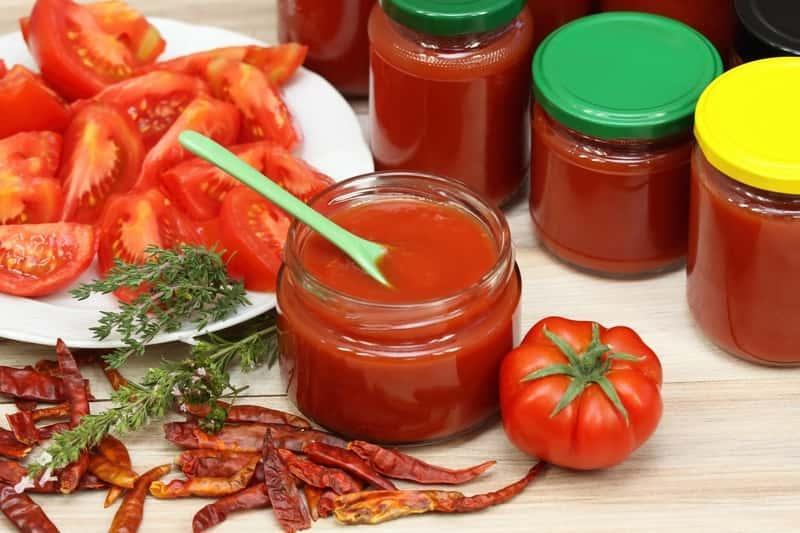 Przecier pomidorowy w słoiczkach przechowywany na zimę, a także informacje, jak zrobić przetwory z pomidorów, najlepsze przepisy