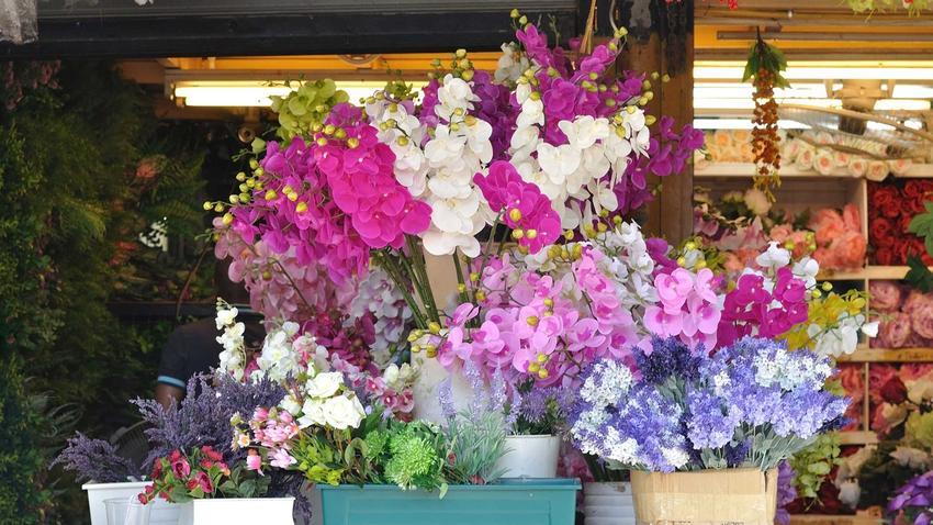 Sztuczne storczyki to bardzo ozdobne rozwiązanie. Sa niezwykle dekoracyjne i są świetną alternatywą dla żywych storczyków