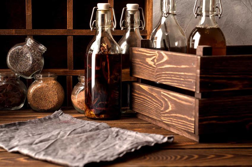 Nalewka ze śliwek w butelkach, a także informacje o przygotowaniu nalewki - przepisy, skład, porady