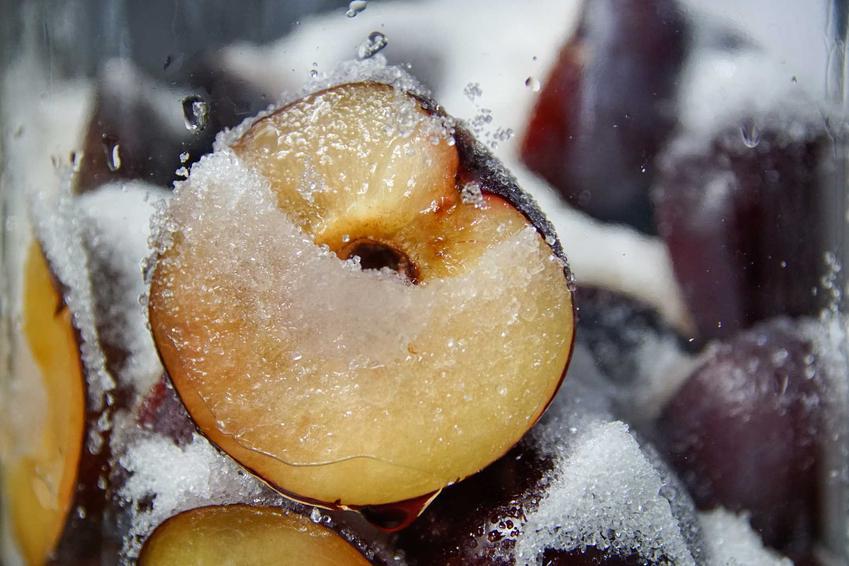 Śliwka w cukrze na nalewkę ze śliwek, a także przepisy do przygotowania nalewki ze śliwek z cukrem na spirytusie