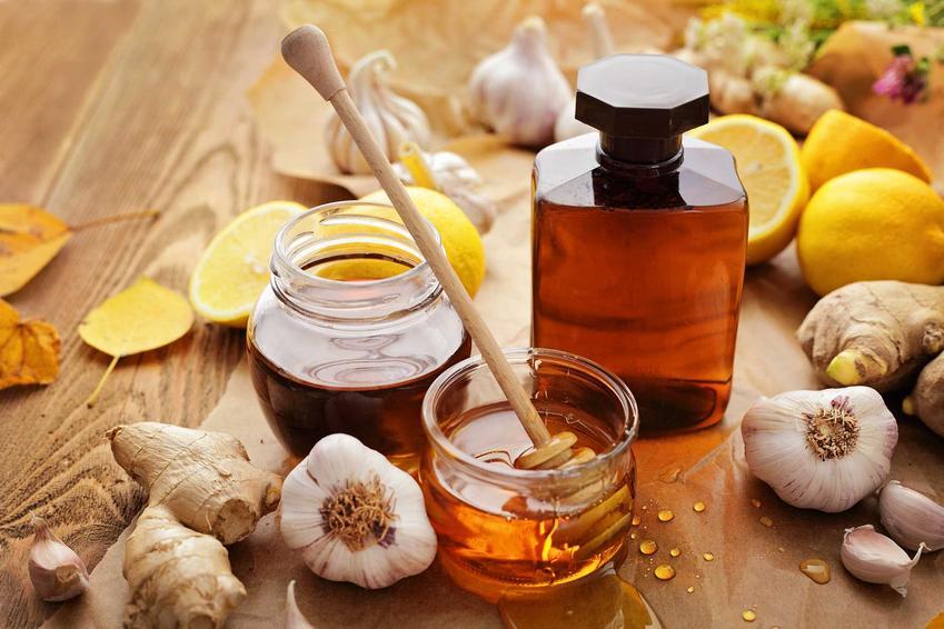 Nalewka z miodu, czyli nalewka miodowa przygotowywana z różnymi dodatkami oraz najlepsze przepisy na nalewkę z miodu