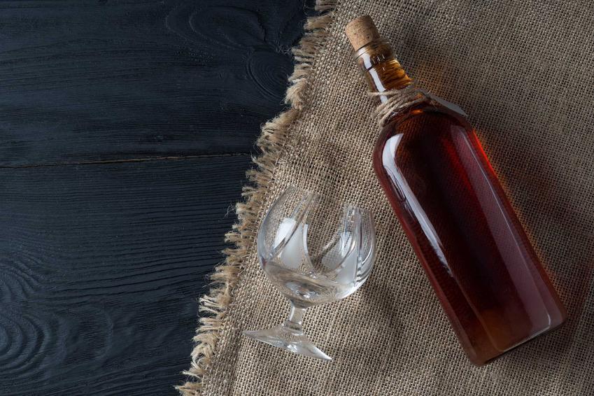 Nalewka z propolisu w butelce, czyli nalewka z kitu pszczelego oraz najlepsze przepisy na wykorzystanie propolisu