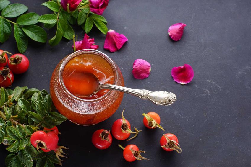 Konfitura z róży oraz płatki róży, a także owoce dzikiej róży i najlepsze przepisy na konfiturę, składniki i wykonanie