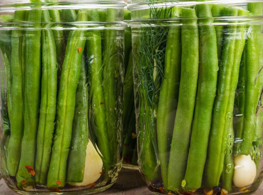Przetwory z fasolki szparagowej, czyli zielona fasolka w słoikach oraz najlepsze i smaczne przepisy na weki na zimę