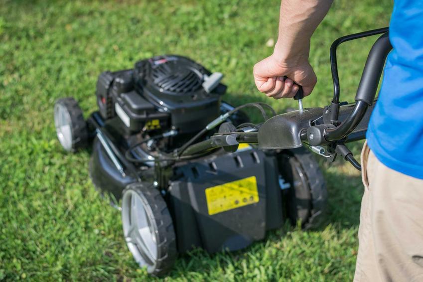 Kosiarka elektryczna w ogrodzie oraz kosiarki do trawy, w tym do dużej trawy i z rozdrabniaczem, opinie o producentach