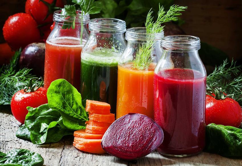 Zdrowe soki warzywne w buteleczkach oraz sprawdzone przepisy na soki z warzyw, na przykład buraka, pietruszki, marchewki