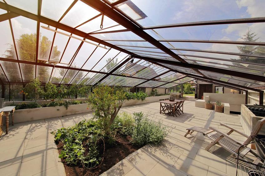 Oranżeria ogrodowa, czyli modne szklarnie ogrodowe oraz projekty oranżerii, a także budowa oranżerii w ogrodzie krok po kroku