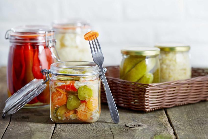 Ogórki z curry w słoiku jako przetwory na zimę oraz najlepsze przepisy na ogórki w zalewie curry lub z innymi dodatkami