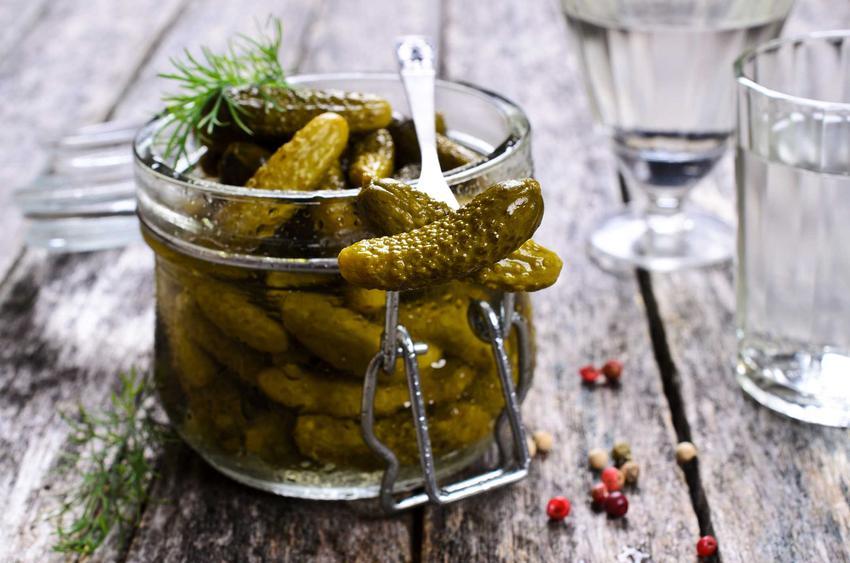 Ogórki w zalewie octowej w słoiku, a także przygotowanie ogórków marynowanych korniszonów w domu - najlepsze przepisy