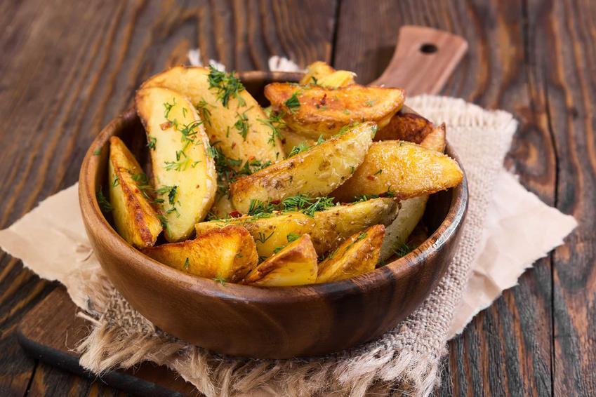 Pieczone ziemniaczki oraz wartości odżywcze ziemniaków i ich właściwości, a także odmiany ziemniaków jadalnych, które najczęściej je się w Polsce
