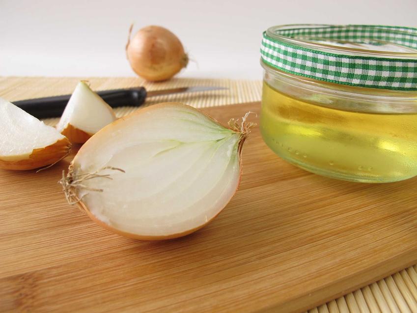 Syrop z cebuli na kaszel podczas przygotowania oraz przepis na syrop z cebuli i miodu dla dziecka i nie tylko