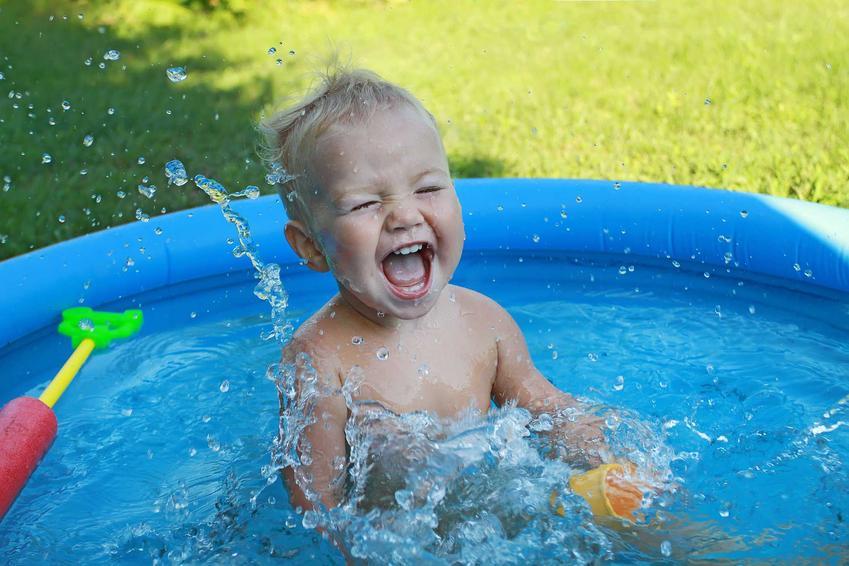 Dziecko w basenie, czyli basen ogrodowy dla dzieci czy basenik dla dzieci i polecane rodzaje basenów dmuchanych dla dzieci