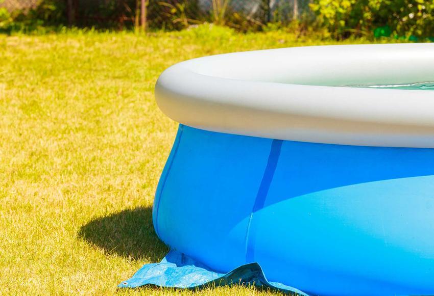 Basen rozporowy na trawie, czyli polecane baseny ogrodowe rozporowe, takie jak baseny intex czy baseny bestway, opinie, oceny - porady