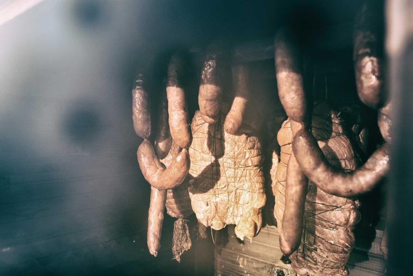 Mięso i wędliny podczas wędzenia, czyli czas wędzenia i temperatura najlepsza do wędzenia mięs i szynek