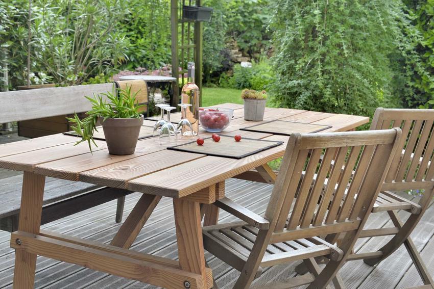 Zestaw ogrodowy na tarasie, czyli polecane stoły i krzesła ogrodowe oraz porady na temat wyboru stołów i krzeseł