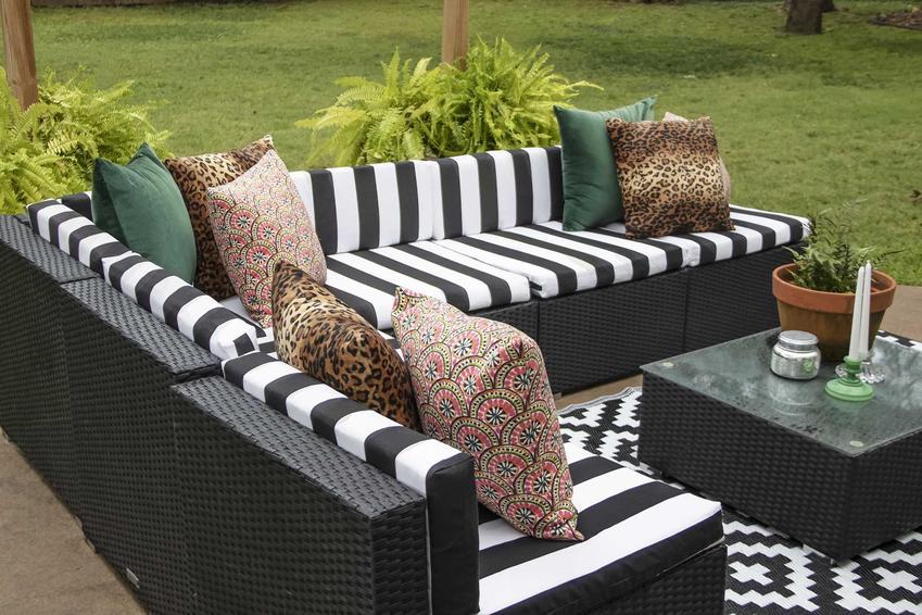 Kanapa ogrodowa, na przykład kanapa ogrodowa z palet lub polecane kanapy i meble z technorattanu idealne do ogrodu