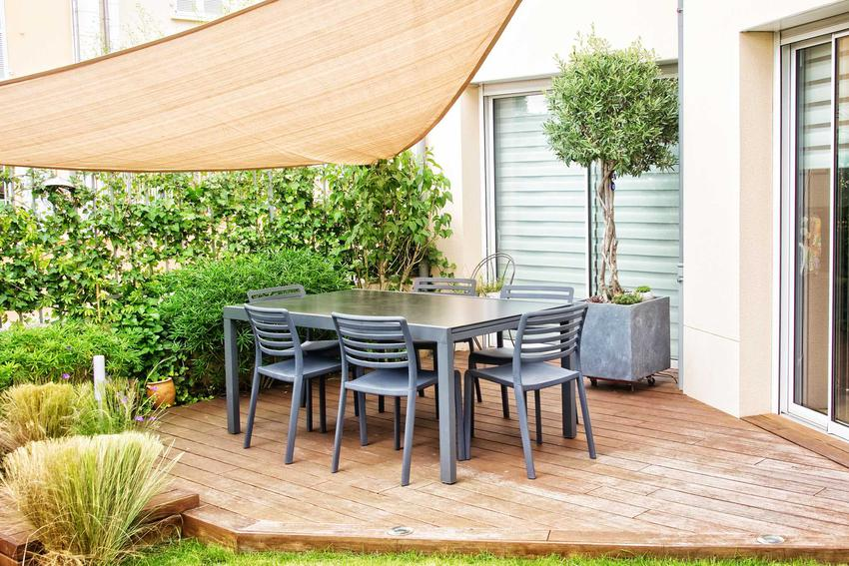 Zestaw ogrodowy na tarasie czy też zestaw mebli ogrodowych i polecany komplet mebli ogrodowych w sklepach