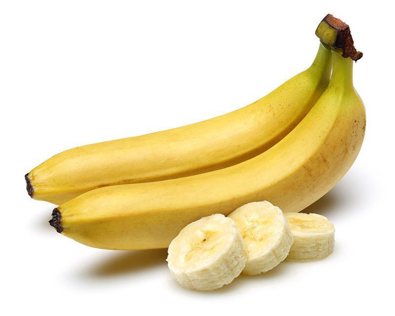 Banany leżące na stole, a także nawóz z bananów krok po kroku i jak go przygotować, zastosowanie i przepisy