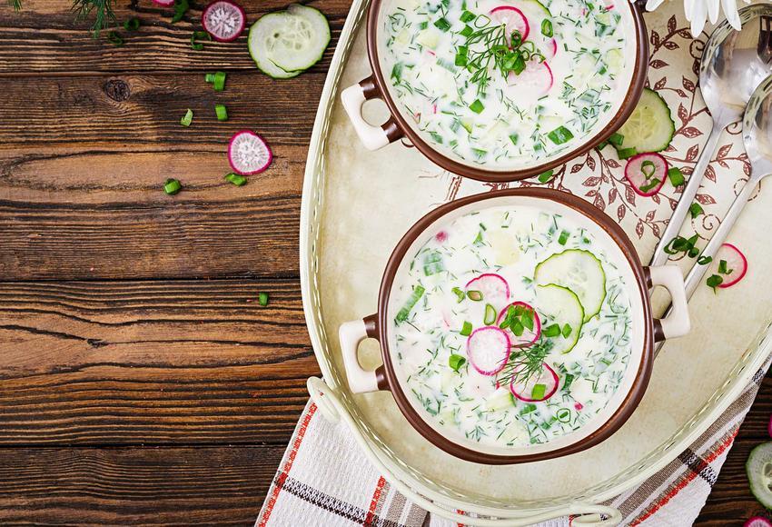 Chłodnik z ogórków w miskach, najistotniejsze informacje o zupiez ogórków a także najlepszy przepis na zupę ze świeżych ogórków