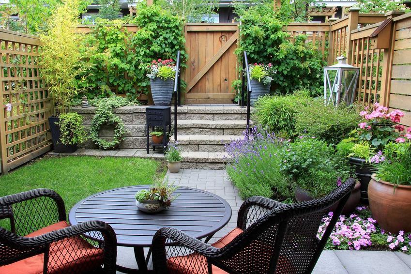 Meble ogrodowe w leroy merlin, w tym drewniane meble ogrodowe i zestawy mebli ogrodowych z palet na taras krok po kroku